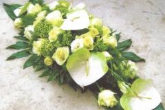 NR 15 bloemstuk met callas aan uiteinden hedendaags uitgewerkt 100 euro
