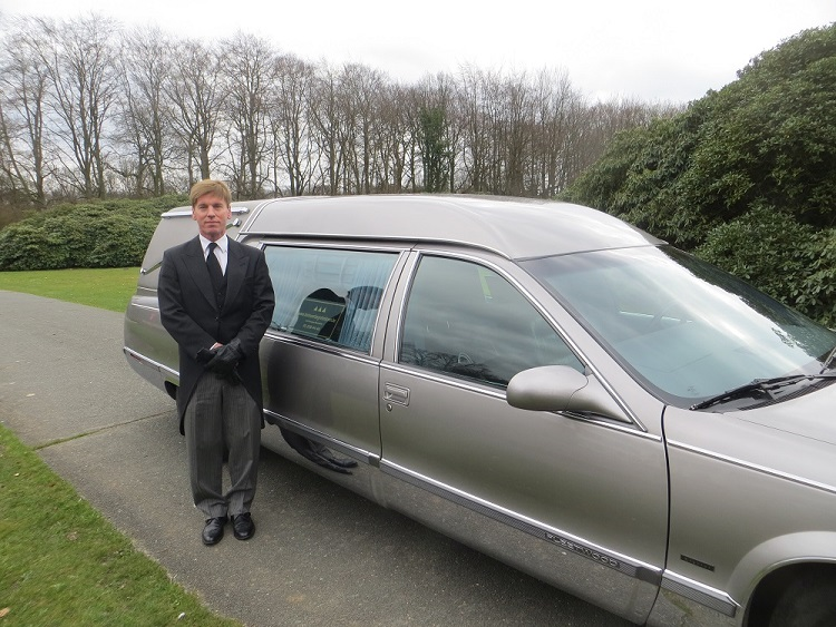 Lijkwagen begrafenisondernemer: Rouwcenter Segers
