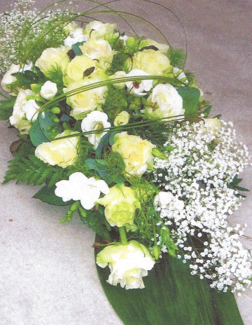 NR 03 Bloemstuk met gipskruid rozen seizoensvulling flexigras 85 euro